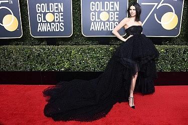 קנדל ג'נר לובשת ג'יאמבטיסטה ואלי | צילום:  Frazer Harrison/Getty Images