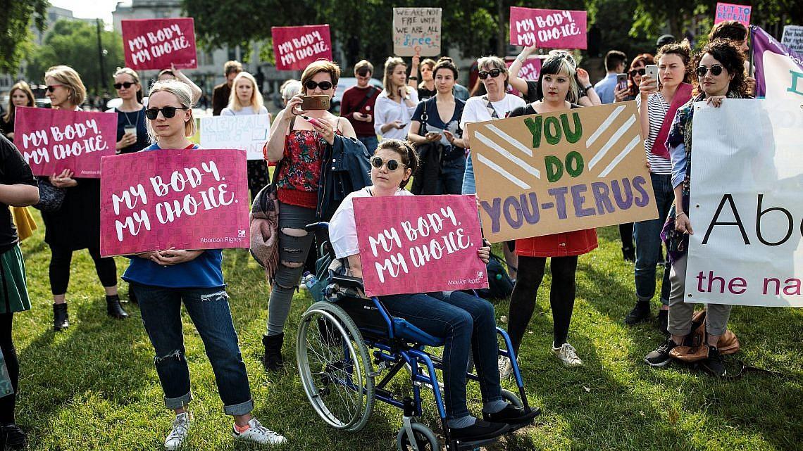 """הפגה למען זכות בחירה להפלות בארה""""ב   צילום:  Jack Taylor, גטי אימג'ס"""