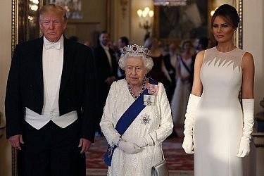 מלאניה, המלכה אליזבת ודונלד טראמפ | צילום: Jeff Gilbert - WPA Pool/Getty Images