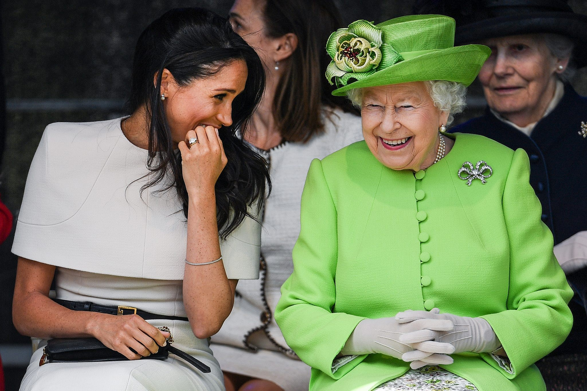 כבר לא צוחקות עכשיו. המלכה אליזבת ומייגן מרקל | צילום: Jeff J Mitchell/Getty Images
