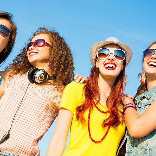 מה שלא יהיה - תמיד כדאי שיהיה מספר זוגי של חברות | צילום: Shutterstock
