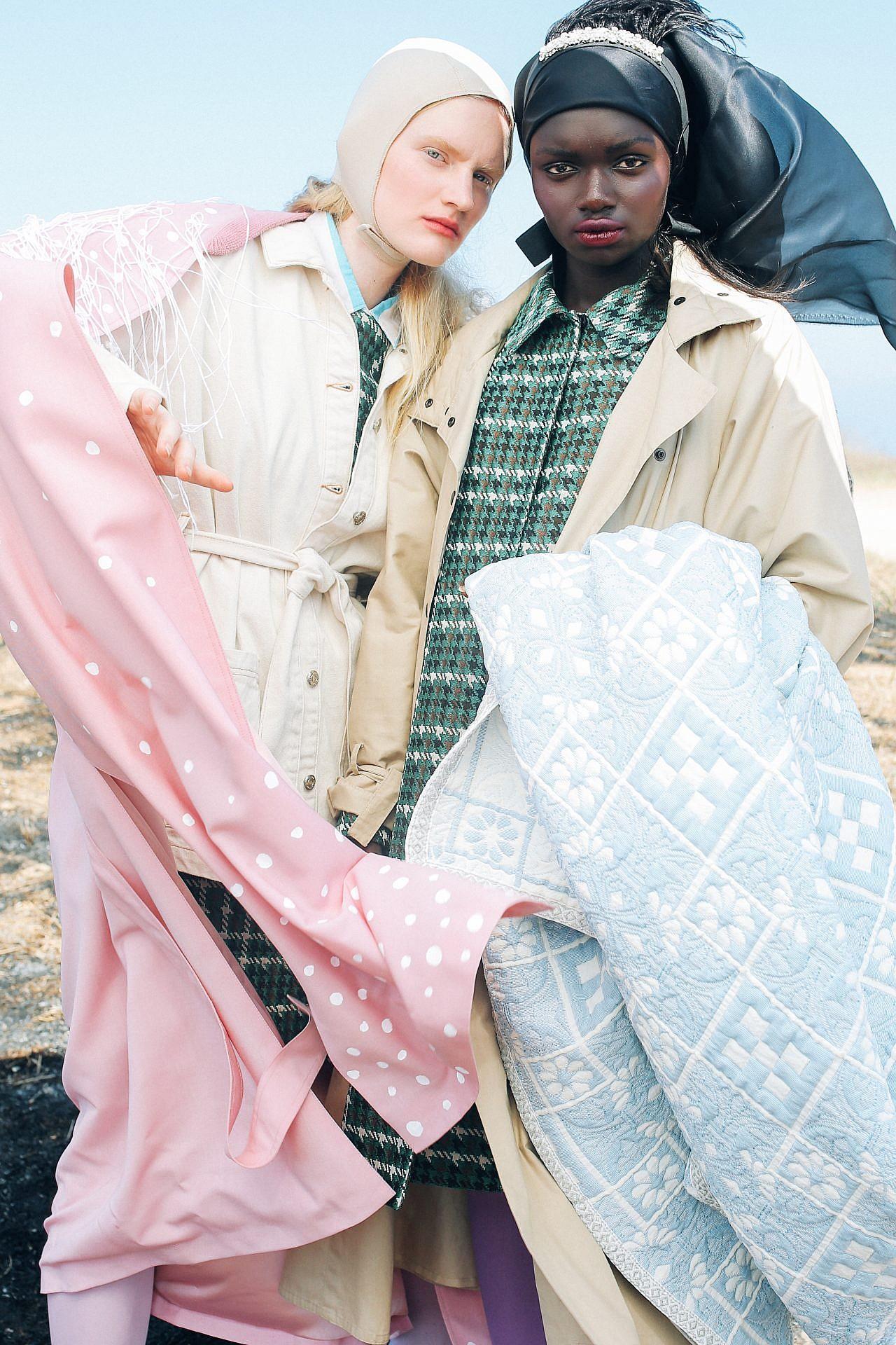 צילום: אלה אוזן, סטיילינג: חיה וידר. (ימין) שמלה קרולינה הררה, טרנץ – אמריקן וינטג׳, גרביונים-זוהרה, מטפחת משי שחורה אוסף אישי, סרט שחור אבנים ונוצות -מיו מיו להלגה.(שמאל) חולצה מכופתרת פסים לבוטיק מיקי ממון, שמלה משבצות קרולינה הררה, ז׳קט קצר-טופשופ, מעיל ורוד -הדר שבח לשנקר, גרביונים -זוהרה, כובע- אוסף אישי