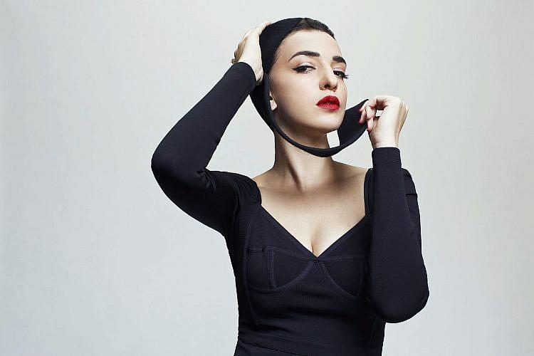 לוסי אהריש | צילום: מיכאל טופיול. שמלה אלכסנדר וונג לפקטורי 54, טבעת DF-Diamonfire | צילום: מיכאל טופיול