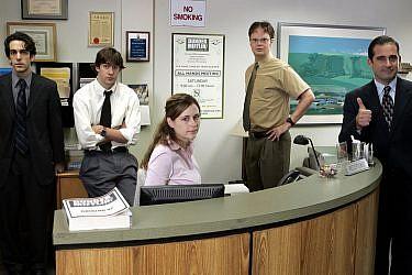 """צילום מסך מתוך הסדרה """"המשרד"""""""