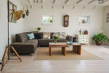 להתחיל משינוי של וילון או ספה ולסיים בשיפוץ מאסיבי. צילום:Pexels