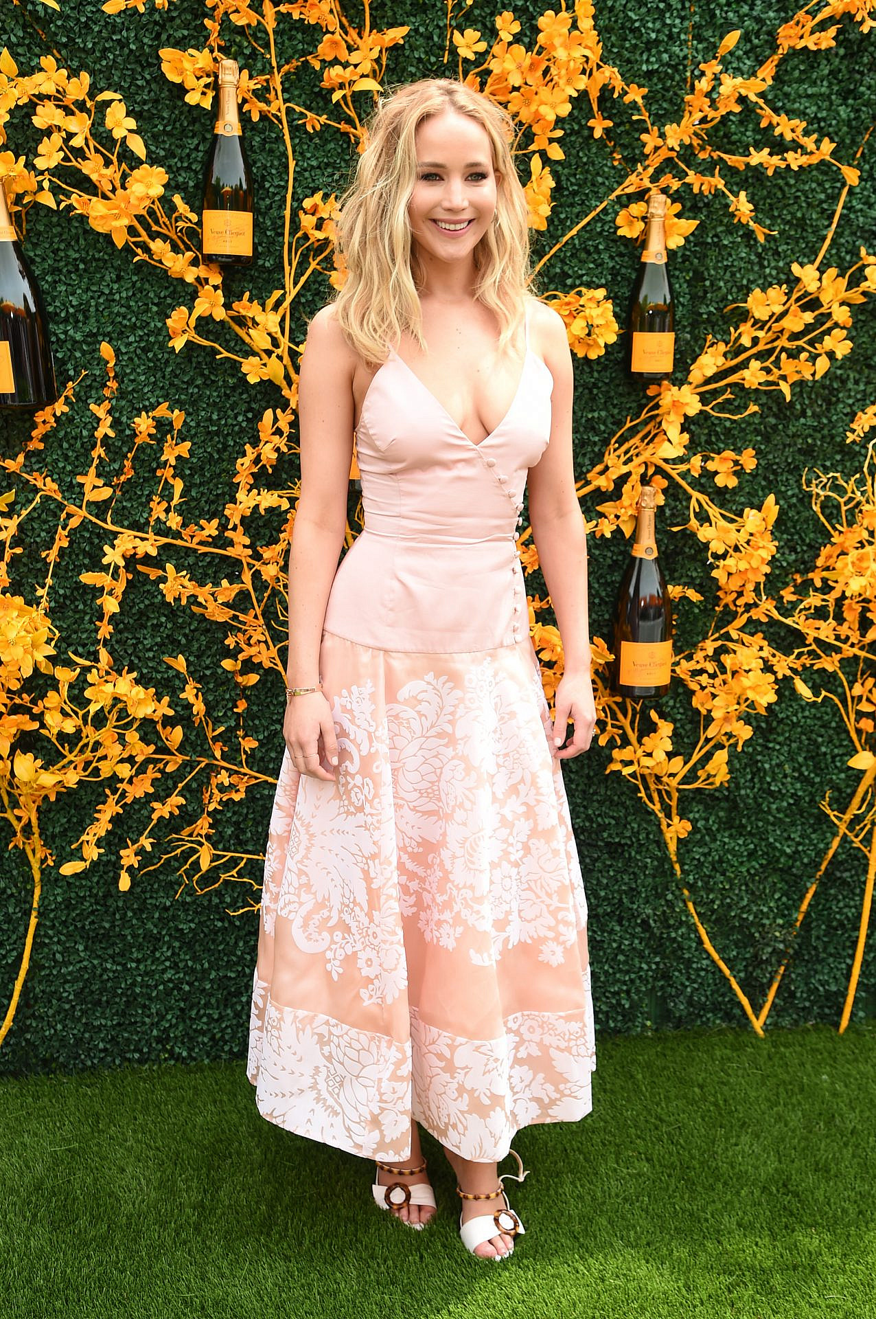 ג'ניפר לורנס | צילום: Jamie McCarthy/Getty Images for Veuve Clicquot