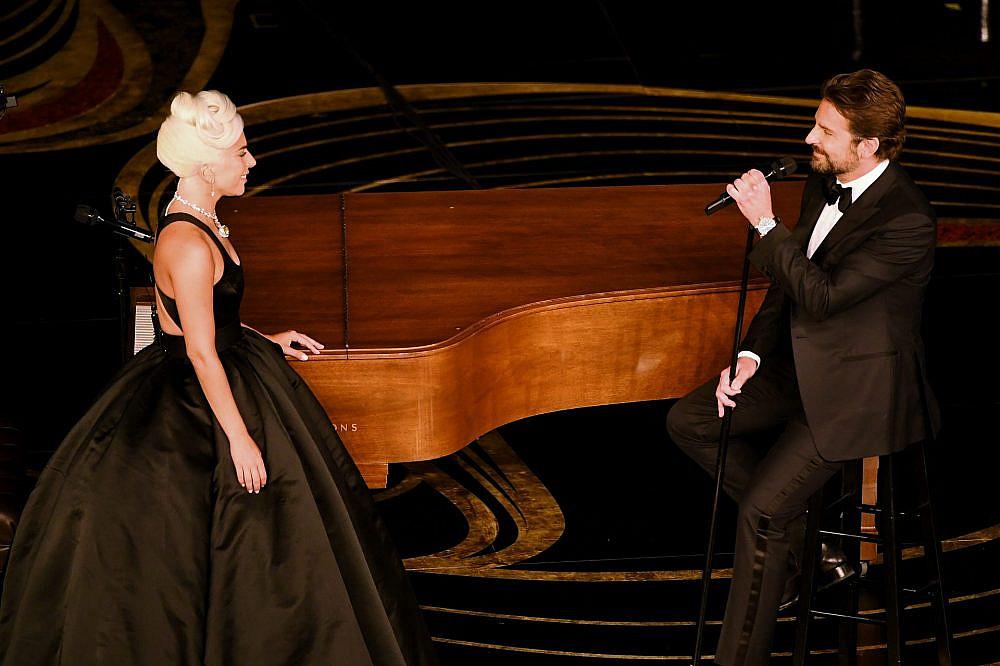 ליידי גאגא ובראדלי קופר בטקס האוסקר | צילום: Kevin Winter/Getty Images