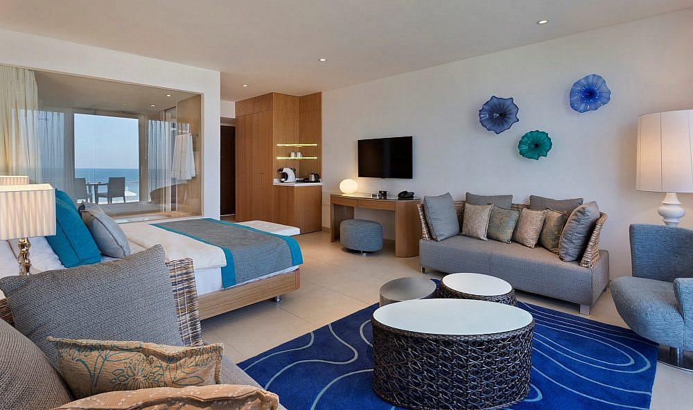 מלון חוף נחשולים   צילום: אסף פינצ'וק