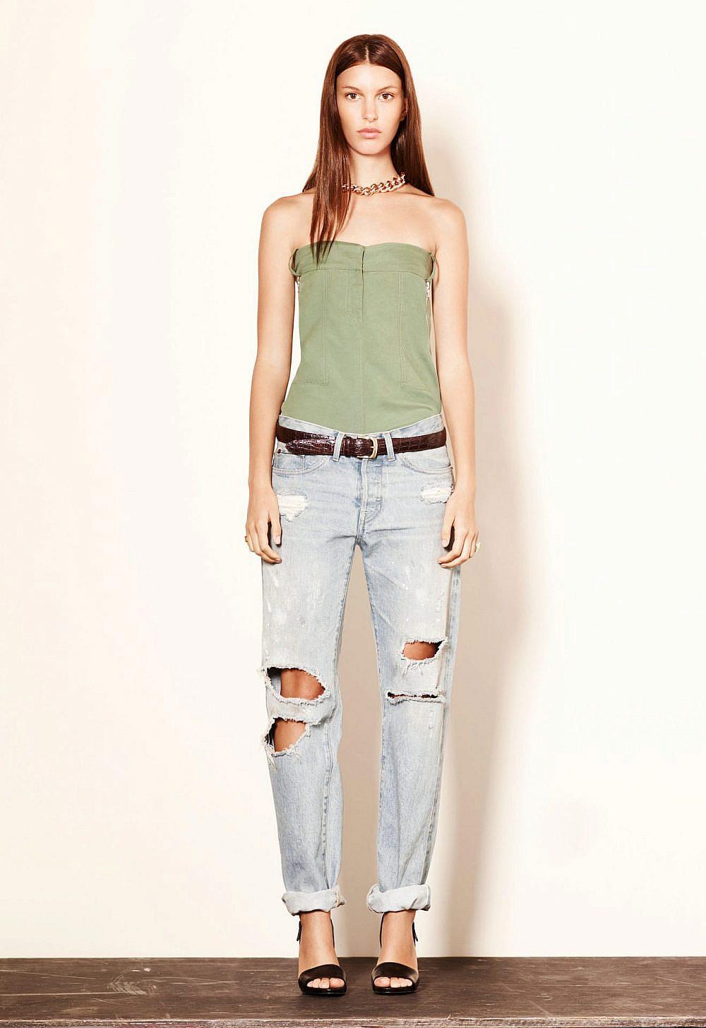 יש גרועים ממנו בהרבה. ג'ינס קרעים | צילום elizabeth and james via gettyimages