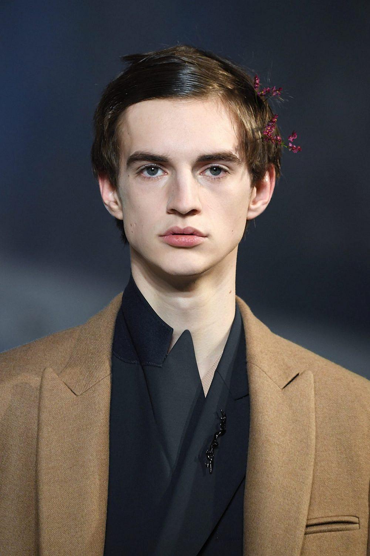 סיכת פרפר בשיערו | gettyimages/Pascal Le-Segretain