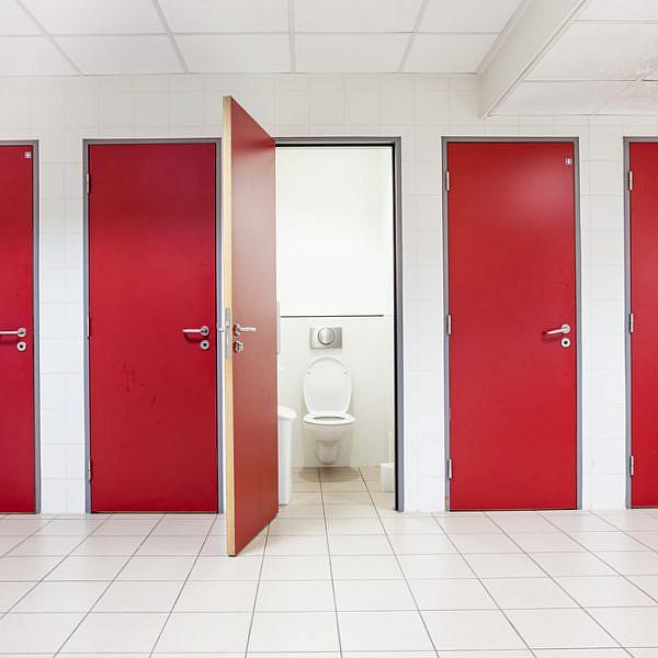 שירותים לא חייבים להיות סרט אימה | צילום: Shutterstock