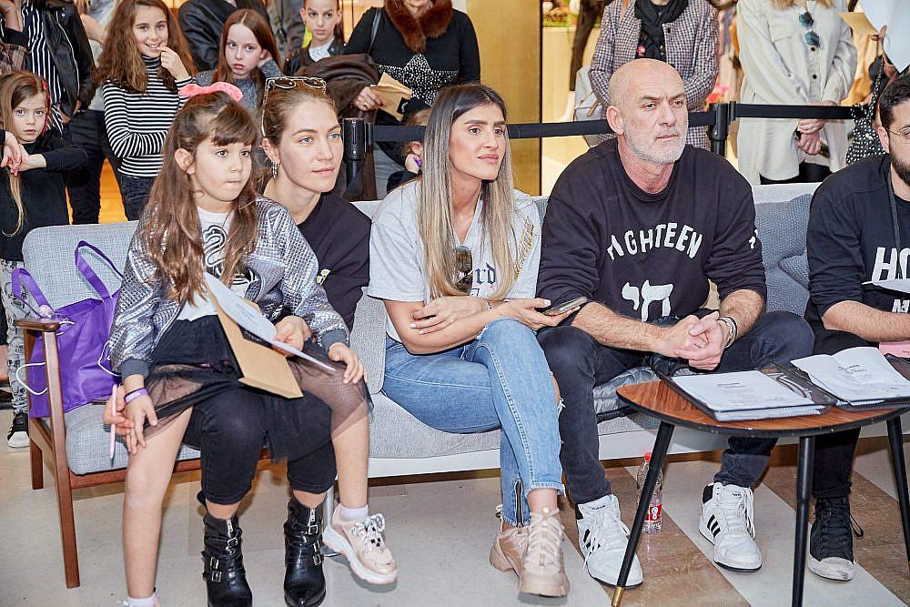 מוטי רייפ, עינב בובליל, ג'ני צ'רוואני ובתה אמילי באודישנים לתצוגת האופנה של פלמינגו | צילום: שוקה כהן