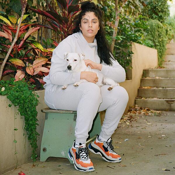 שי זנקו. אימונית אמריקן וינטג', נעליים בלנסיאגה | צילום: מיכאל ליאני