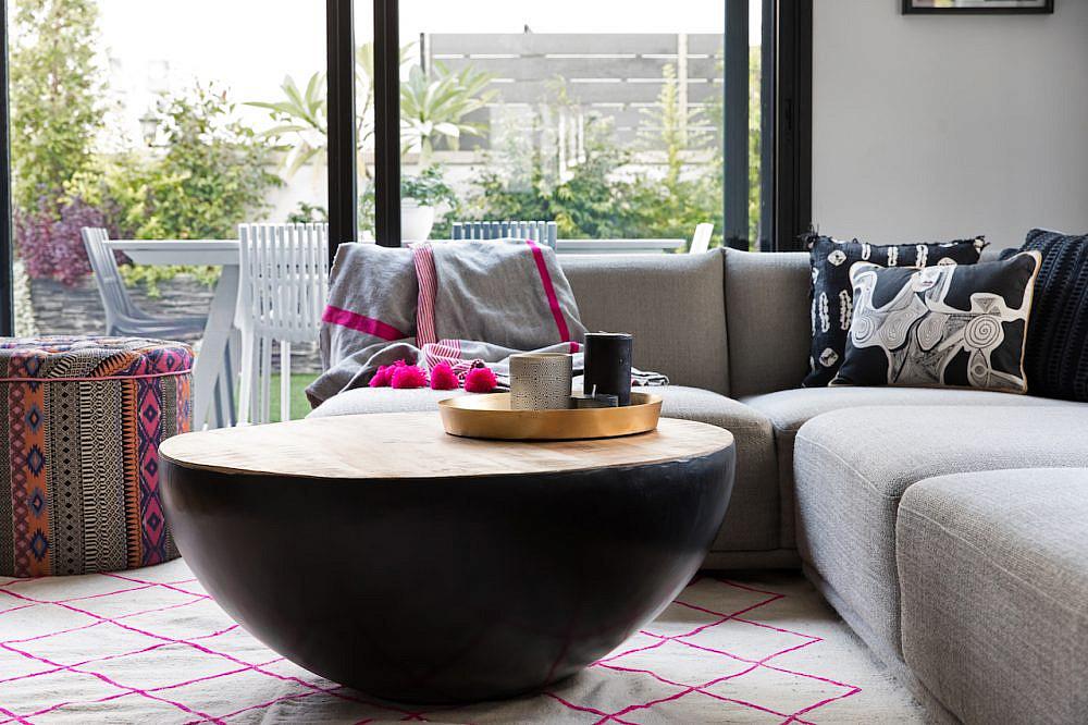 הסלון | אדריכלות: גידי בר אוריין, עיצוב פנים: בטי יעקובסון ומיה יפה-טל, צילום: שירן כרמל, סטיילינג לצילום: עדי פוגל הולנדר