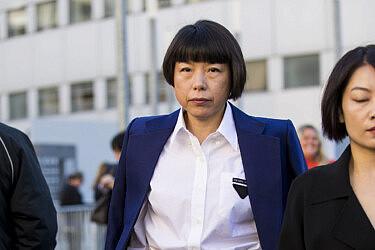 אנג'ליקה צ'נג , עורכת ווג סין בשבוע האופנה במילנו   צילום Claudio Lavenia Getty Images