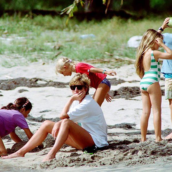 הנסיכה דיאנה נופשת | GettyImages / Paul J.Richards/AFP