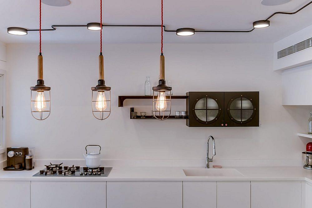 גופי תאורה מתועשים ששידרגו את המטבח | עיצוב ואדריכלות פנים: מיטל שחר, צילום: ליאור טייטלר