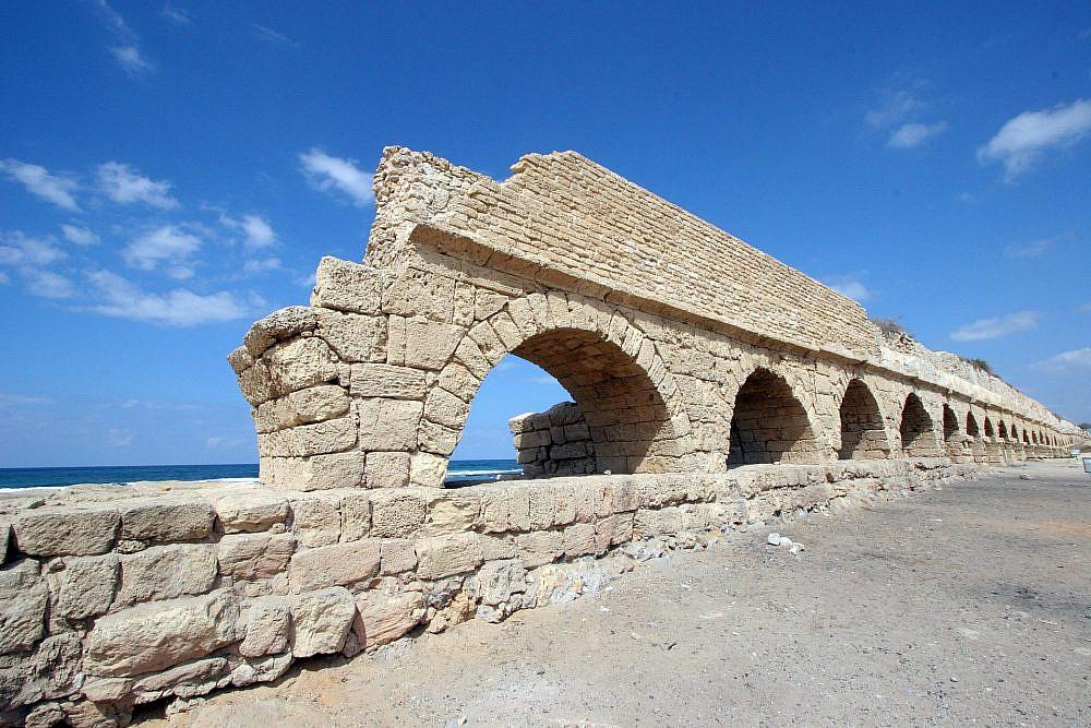 אמות המים של קיסריה | צילום: shutterstock ,Zvonimir Atletic