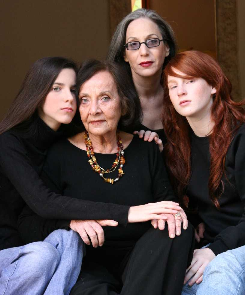 אמא נאוה, דורין פרנקפורט והבנות קיאן (מימין) וקמע   צילום לי קוברסקי