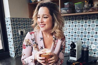 אפרת וכטל עם הקפה בבית | צילום: vachtelit@