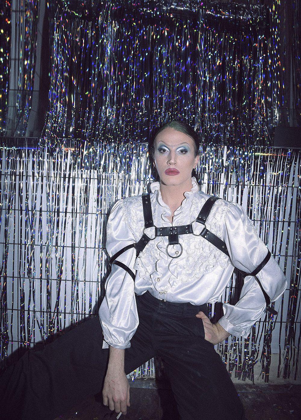 גבה שהיא מגלשת קמיקזי. ליין המסיבות של אלון ליבנה LUVVBAZAAR   צילום: ערן לוי