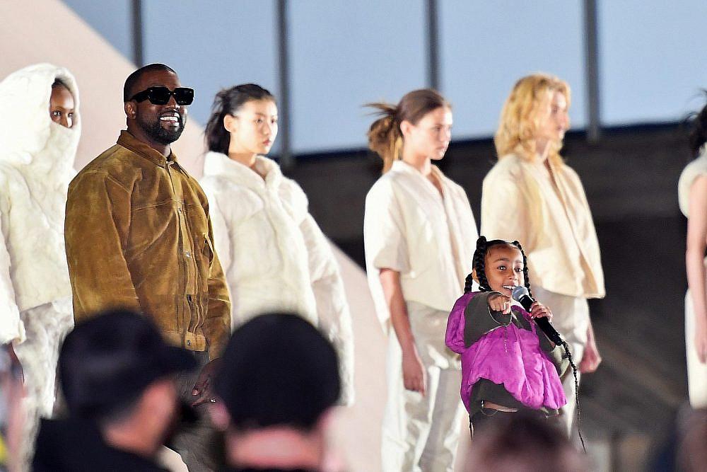 נורת' וקניה וסט בתצוגה של YEEZY | צילום: Stephane Cardinale – Corbis/Corbis via Getty Images