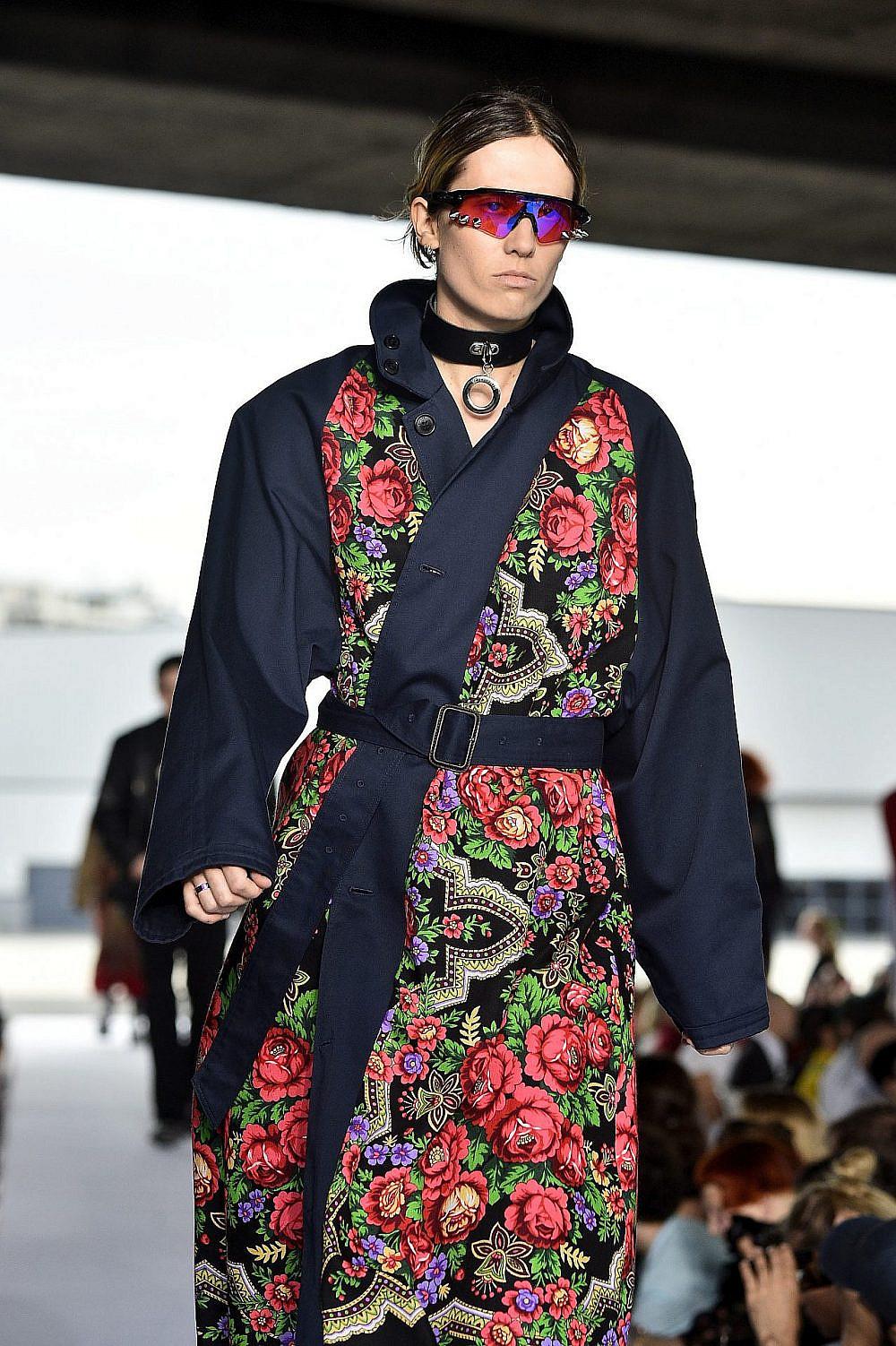 כך המשקפיים נראו על המסלול, תצוגת האופנה של וטמו, חורף 18-19   צילום: Kristy Sparow/Getty Images
