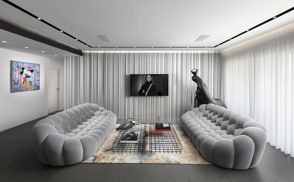 בית בהוד השרון. הסלון | עיצוב: אורון מילשטיין, צילום: אלעד גונן