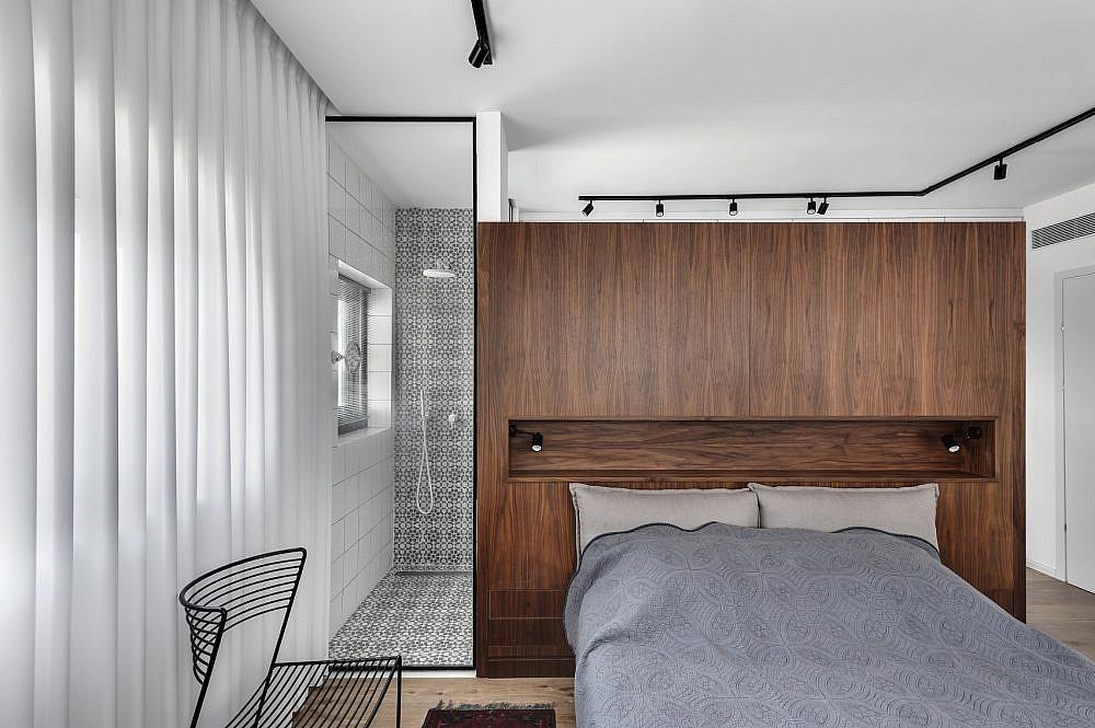 הצצה למקלחון של חדר השינה | תכנון ועיצוב: ניצן הורוביץ, צילום: עודד סמדר