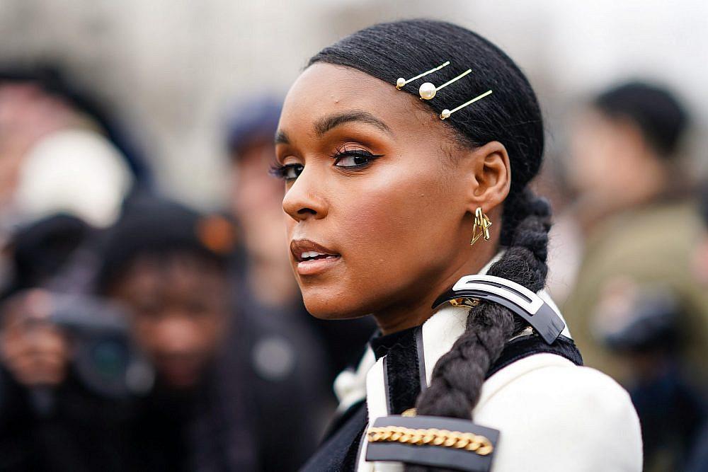 ג'אנל מונה בשבוע האופנה בפריז   צילום: Edward Berthelot/Getty Images