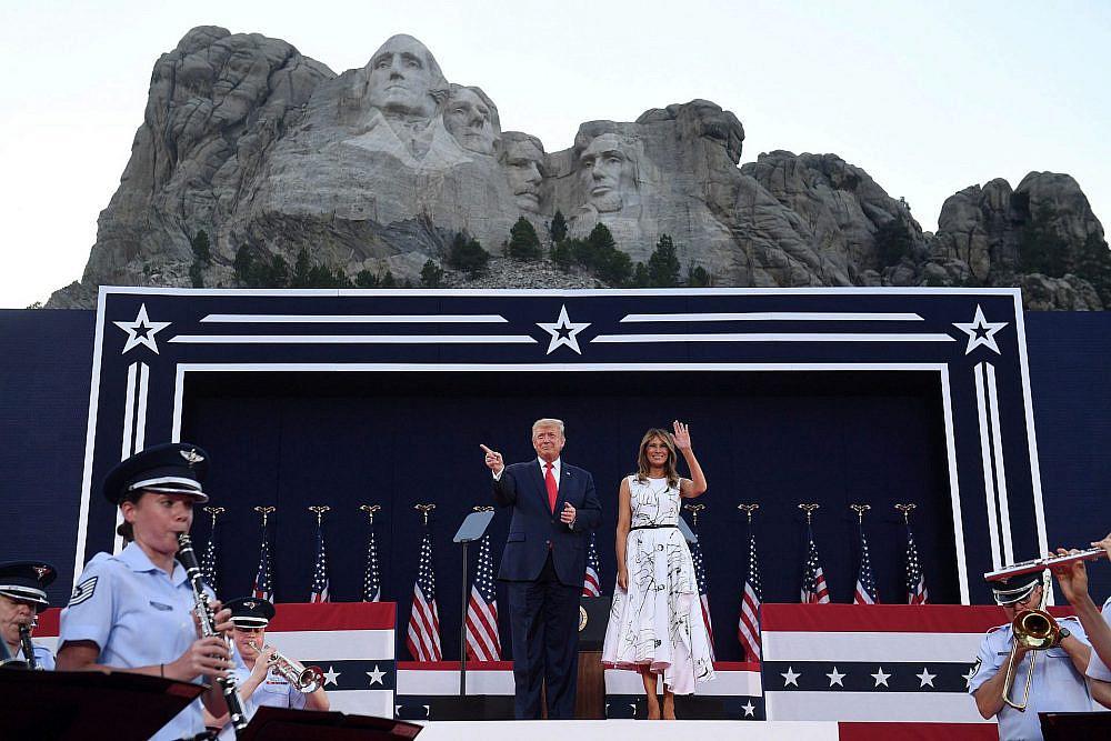 מלאניה ודונאלד טראמפ   צילום: SAUL LOEB/AFP via Getty Images