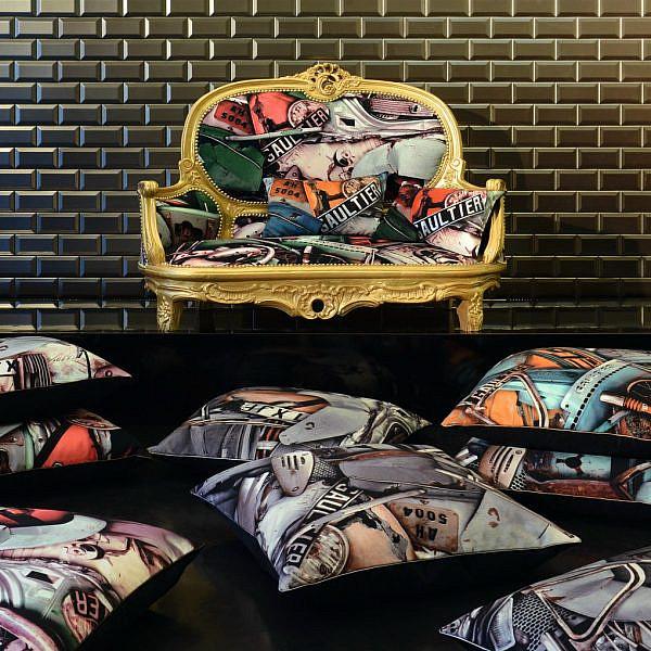 ריפוד לספה וכריות מקולקציית ההום סטיילינג של ז'אן פול גוטייה. להשיג ב-RENBY | צילום: יח
