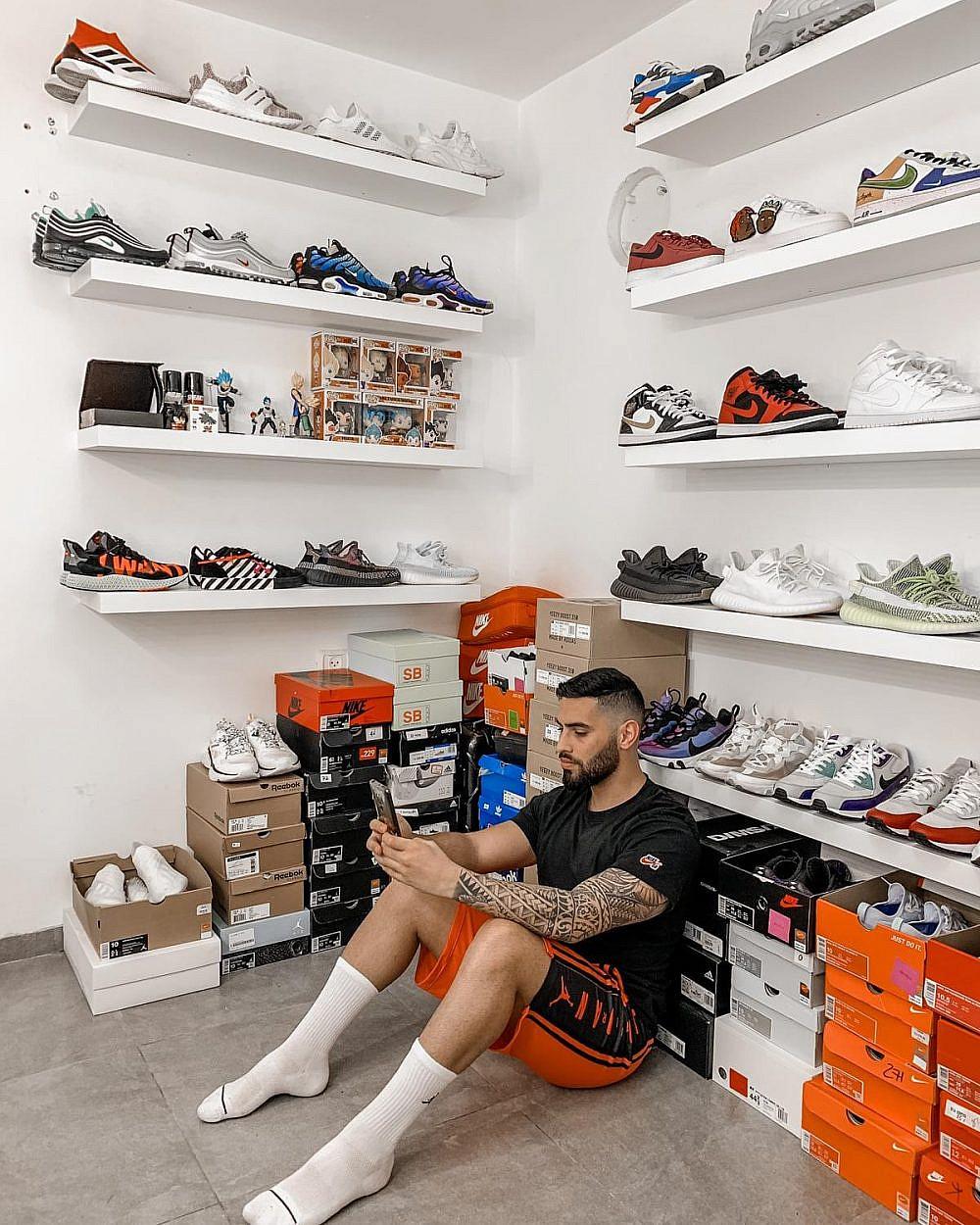 דן מנקו, אחד משני מנהלי Sneakers group Israel וחלק מהאוסף הפרטי שלו