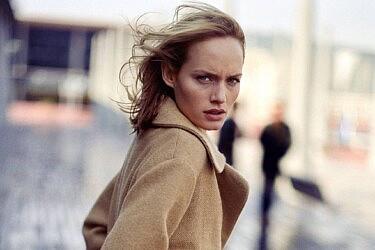 אמבר וולוטה בקמפיין חורף 1998 | צילום מסך מאתר זארה