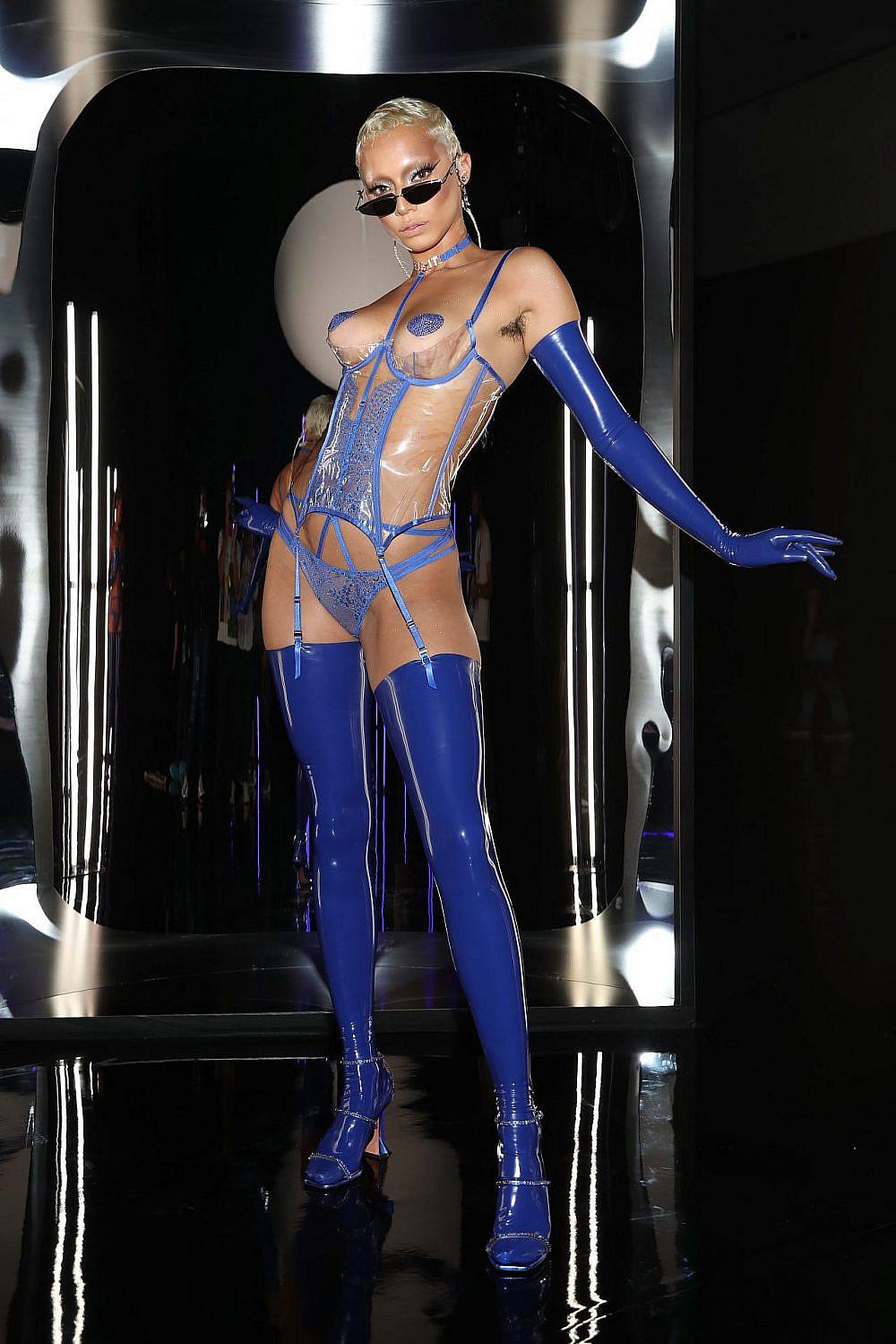 ג'אזל זנוטי בתצוגה של ריהאנה   צילום: Jerritt Clark/Getty Images