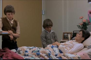 """צילום מסך מהסרט """"תנאים של חיבה"""""""