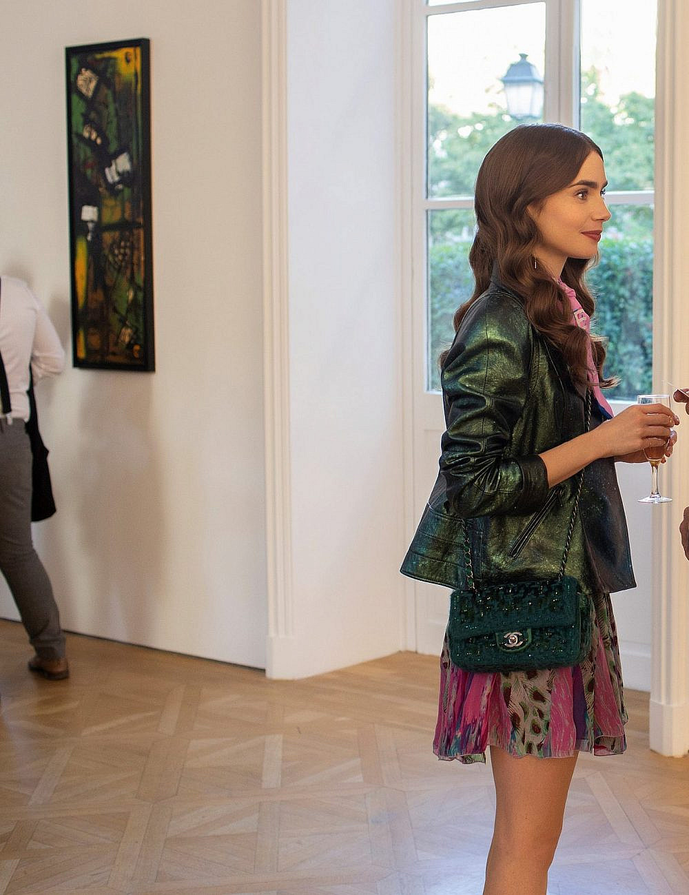 "לילי קולינס בסדרה ""אמילי בפריז""   צילום: יח""צ"