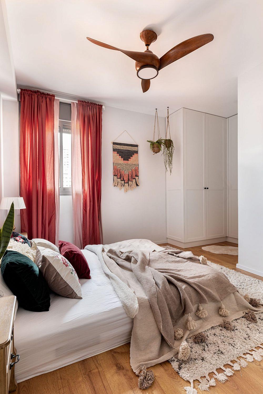 עלעלים וחתולים בדירה בקריית אונו | עיצוב פנים: נטלי אלל, צילום: אורית ארנון