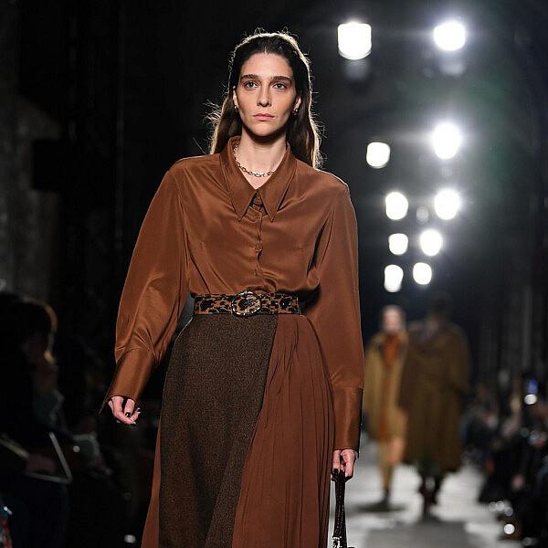 התצוגה של רג'ינה פיו בשבוע האופנה לונדון | צילום: DANIEL LEAL-OLIVAS/AFP via Getty Images