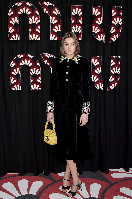 אמה קורין בתצוגה של בית האופנה מיו מיו בשבוע האופנה בפריז   צילום: Dominique Charriau/WireImage