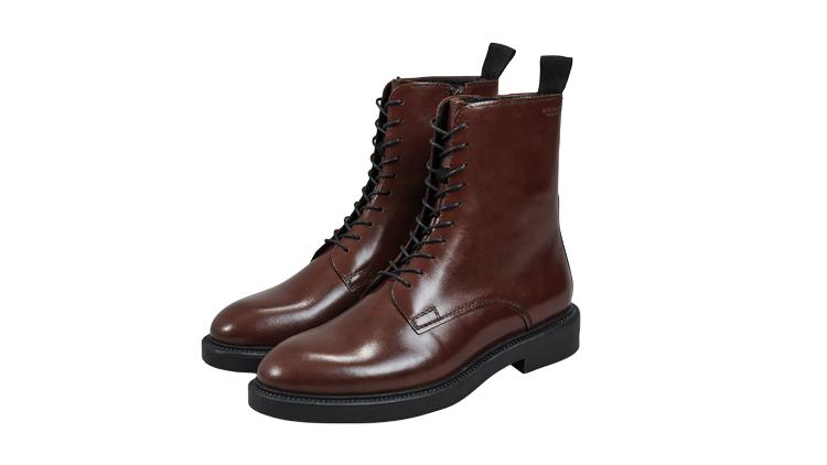 """נעליים של רונן חן, מחיר 800 ש""""ח   צילום: יח""""צ"""