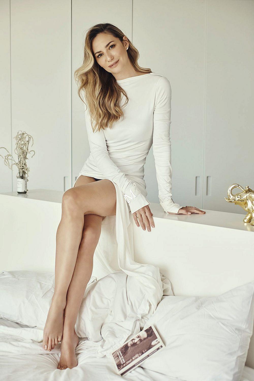 מיכל אנסקי | צילום: שי פרנקו. שמלה: Daname Paris, טבעת: Very Anna