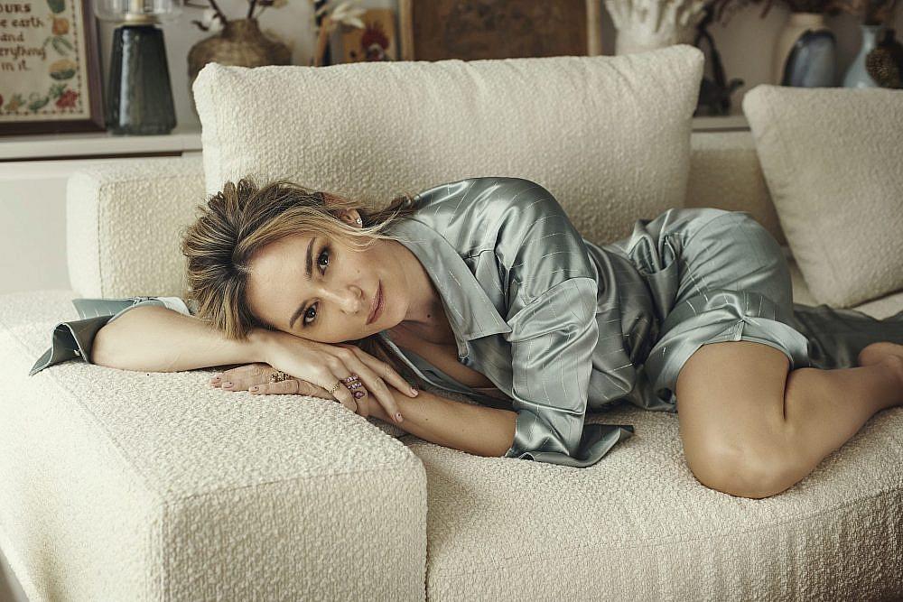 מיכל אנסקי | צילום: שי פרנקו. חליפה: Daname Paris, טבעת: very Anna