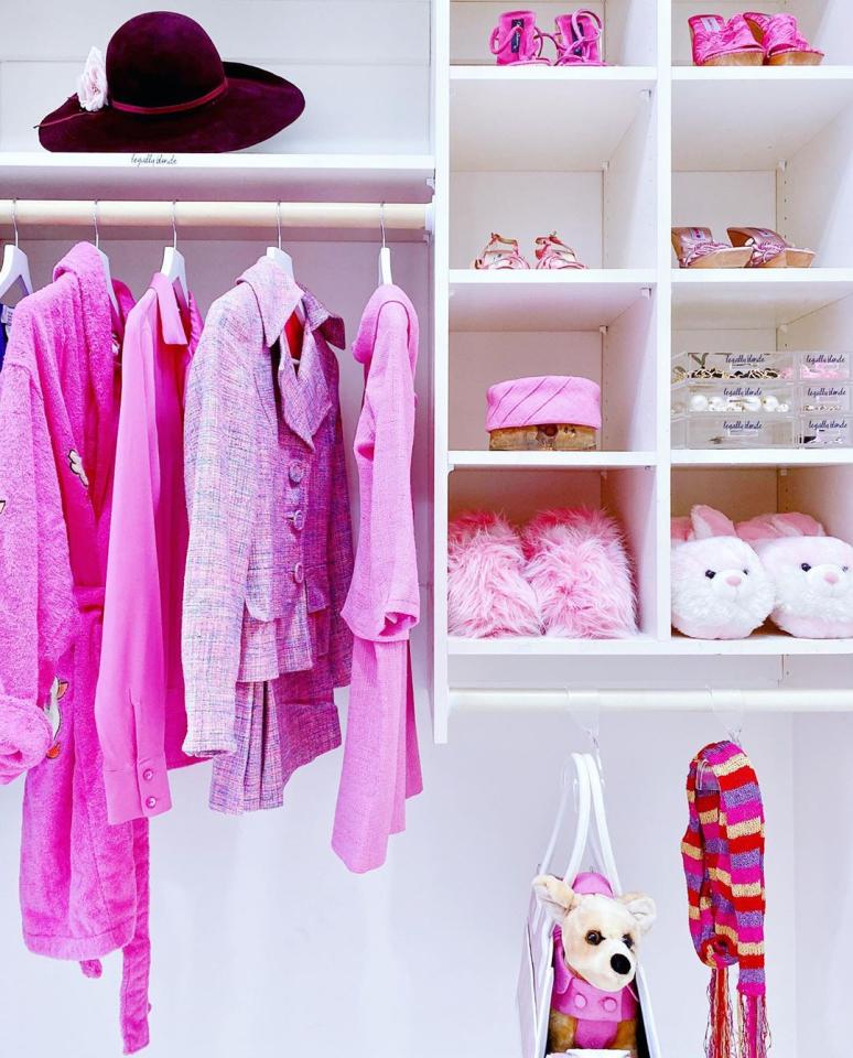 הארון של ריס ווית'רספון   צילום מסך מהסדרה Get Organized with The Home Edit
