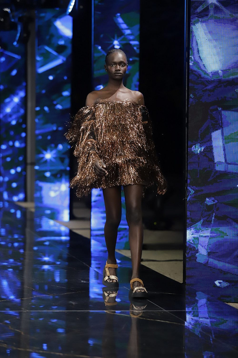 התצוגה של שלומית אזרד בשבוע האופנה תל אביב קורנית 2021 | צילום: אבי ולדמן