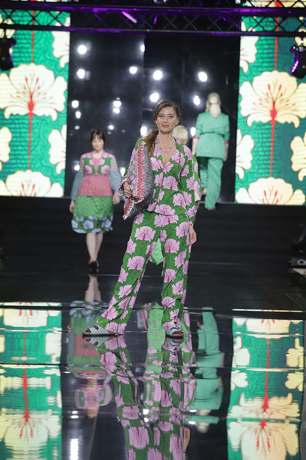 התצוגה של לארה רוסנובסקי בשבוע האופנה תל אביב קורנית 2021 | צילום: אבי ולדמן