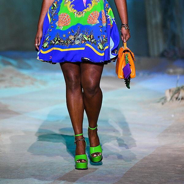 תצוגת קולקציית קיץ 2021 ורסצ'ה | צילום: Handout/Versace Press Office via Getty Images