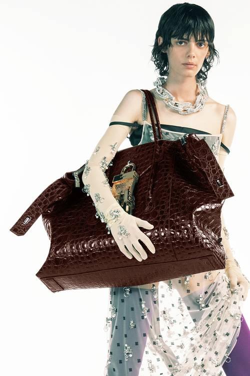 קמפיין קיץ 2021 של בית האופנה ז'יבנשי
