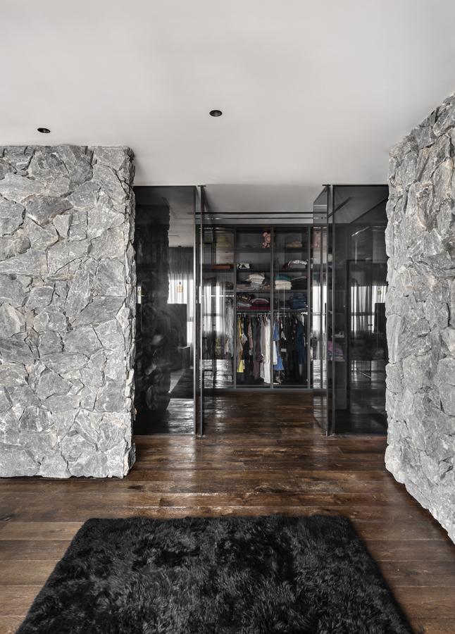 עיצוב חדר ארונות   עיצוב: דורית סלע, ניצן הורוביץ, צלם: עודד סמדר