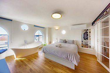 בית ביפו. אדריכלות ועיצוב פנים: חנן דירקטור, סטיילינג: רחלי ברז'יק | צילום: יגאל הררי